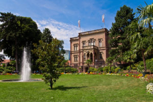Freiburg Colombischlössle mit Park davor